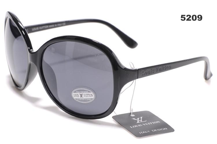 un r tro pour le vente lunette de soleil de marque pas. Black Bedroom Furniture Sets. Home Design Ideas